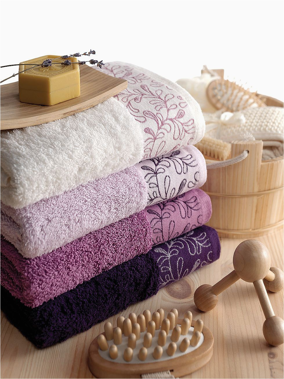 Purple Bath towels and Rugs Mobila Si Decoratiuni Interioare