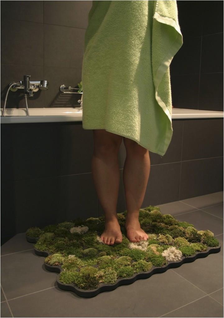 standing on living moss bath mat 720x1024
