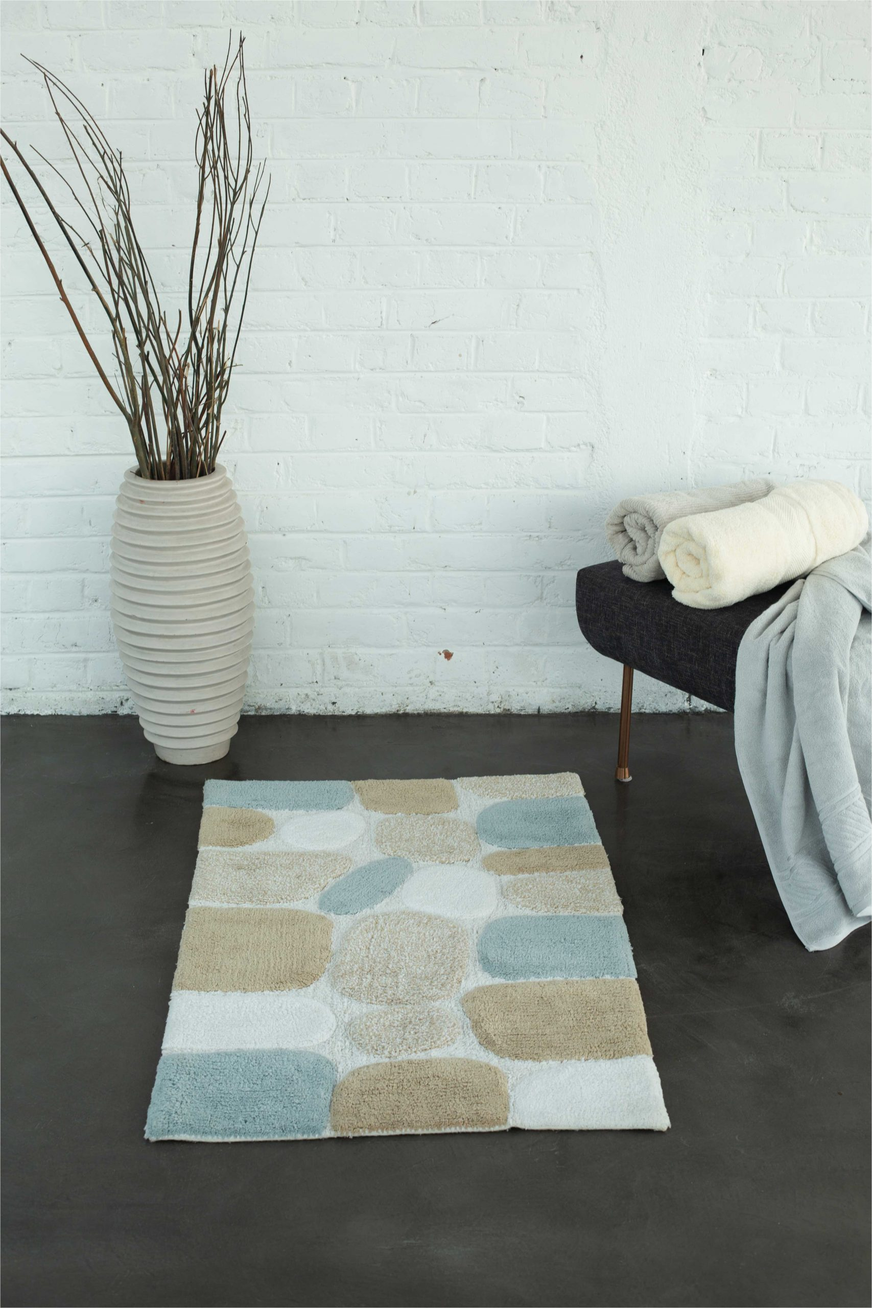 rosecliff heights azaiah pebbles rectangle 100 cotton non slip bath rug w002760046