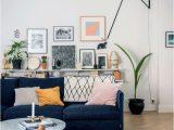 Rugs that Go with Blue Couch En Familie Har Sat Dr¸mmen Om at Bo On Landet On Standby